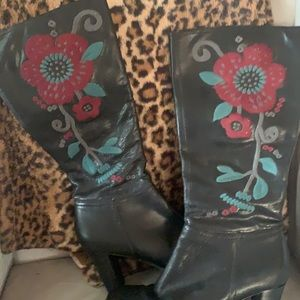 Areosoles leather embroidered boots 7 1/2
